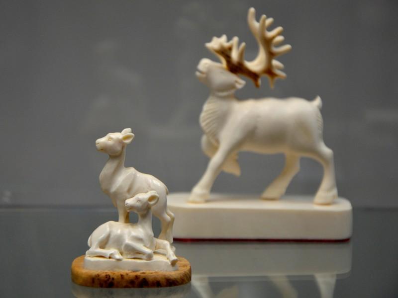 Резные изделия из бивней мамонта в музее Якутска / Фото из России