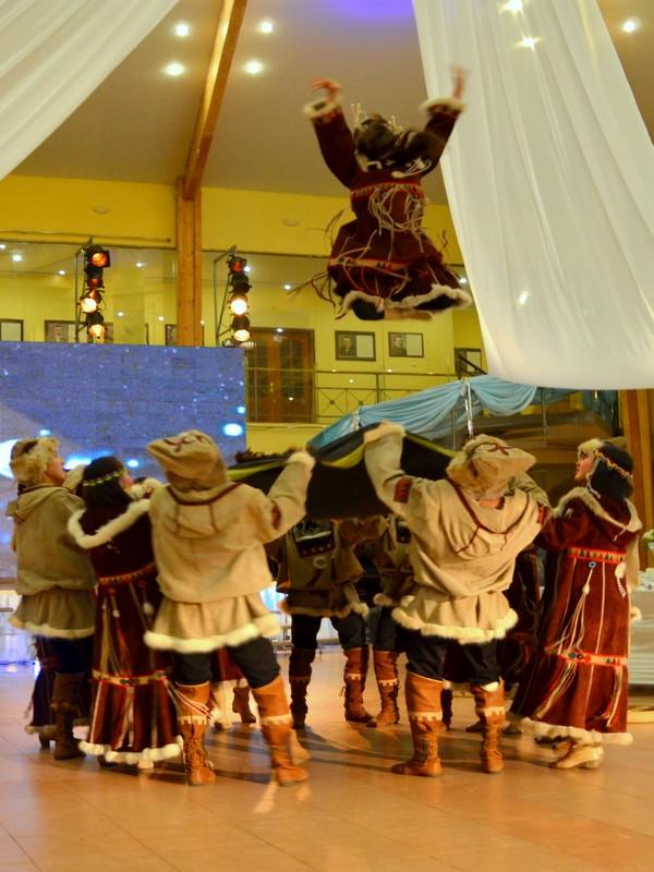 Артисты в якутских национальных костюмах / Фото из России