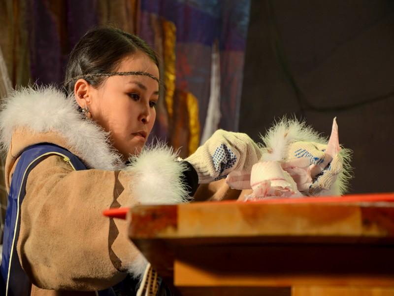 Участница фестиваля строганины в Якутии / Фото из России
