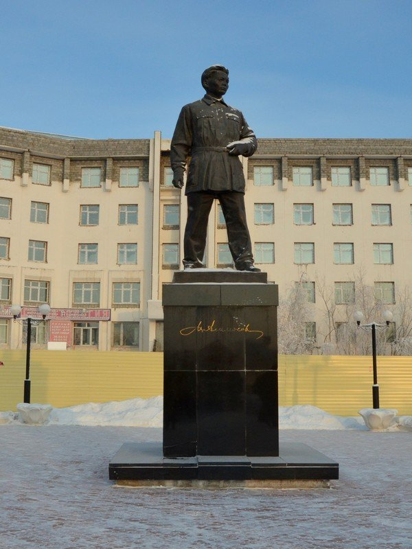 Памятник Максиму Аммосову в Якутске / Фото из России