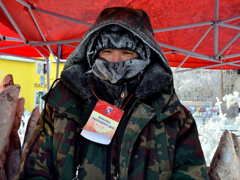 Торговец рыбой в Якутии / Фото из России