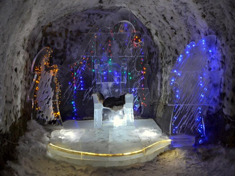 В Тронном зале резиденции Чысхаана, Якутия / Фото из России