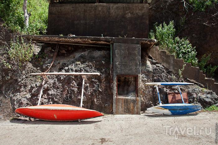 Лодка на Маркизских островах / Фото из Французской Полинезии