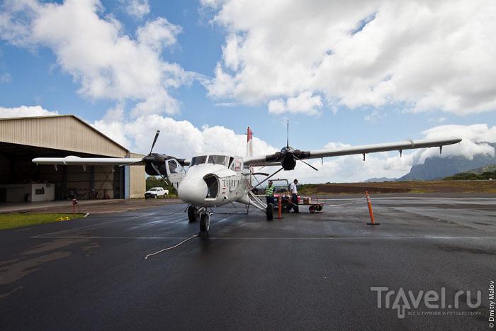Самолет на острове Тахуата / Фото из Французской Полинезии