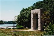 Памятник на берегу / Словакия