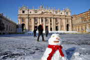 Ватиканский снеговик / Италия