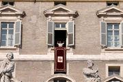 Папа приветствует / Италия