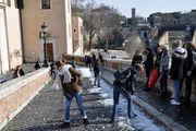 Играют в снежки / Италия