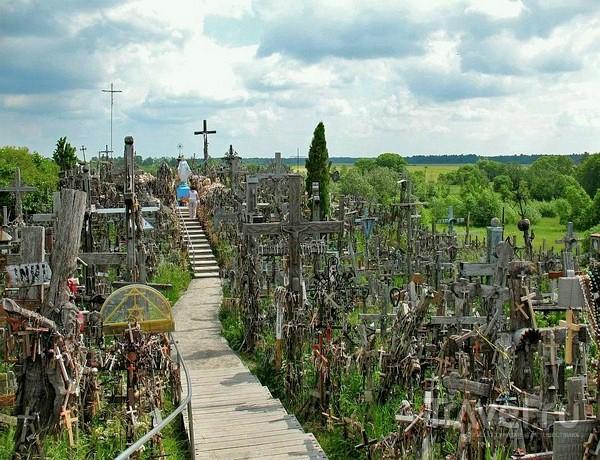 Дорожки внутри Горы Крестов в Шяуляе / Литва