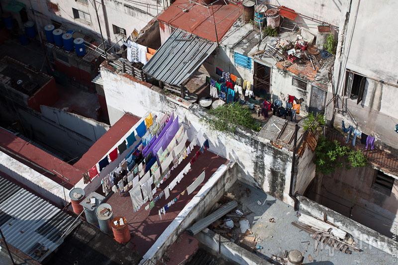 Сушка белья на крышах домов в Гаване, Куба / Фото с Кубы