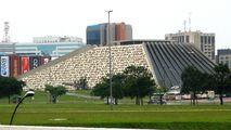 Театр в стиле пирамид / Бразилия