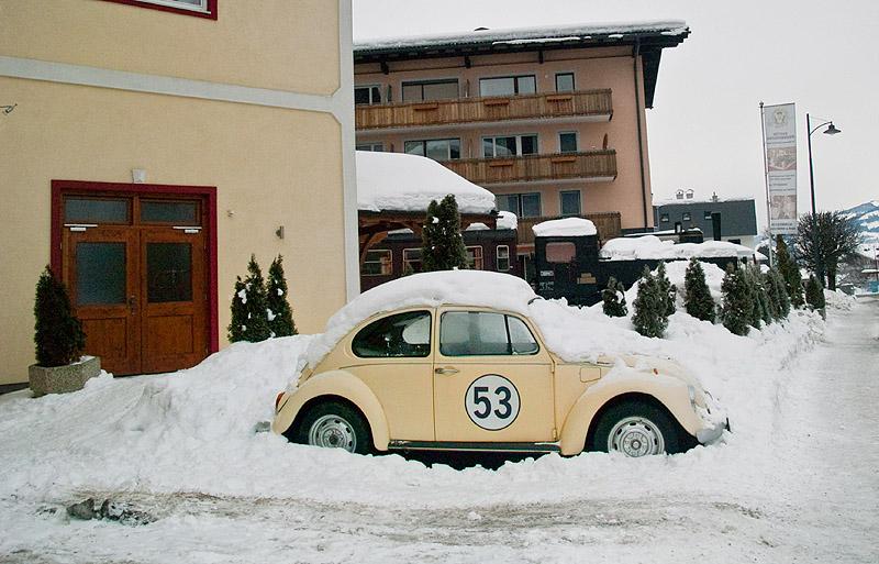 Рядом с автомобильным музеем в Капруне / Фото из Австрии