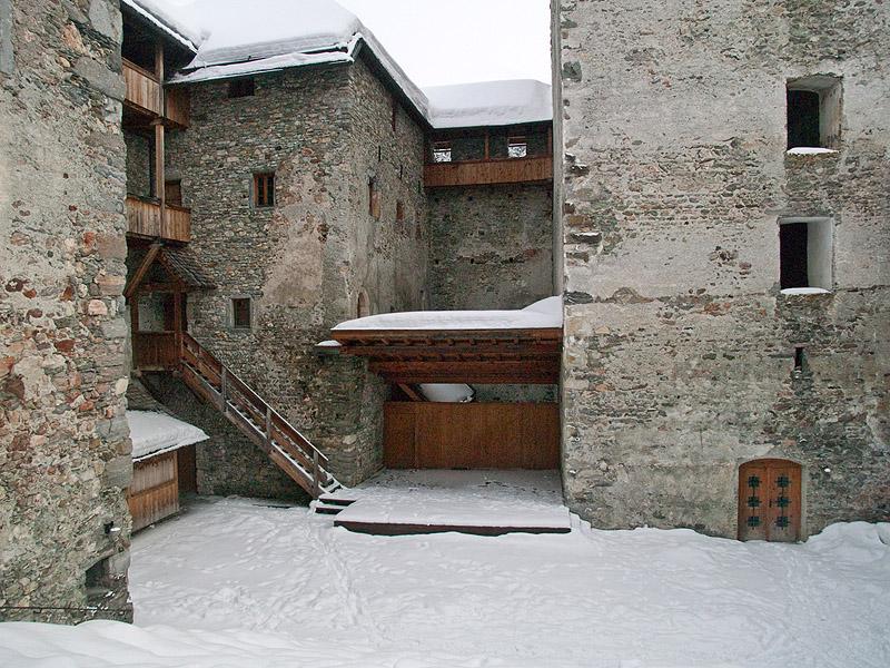 Внутренний двор замка, Капрун / Фото из Австрии