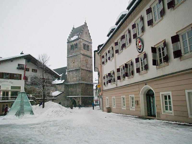 Часовая башня в центре Целль-ам-Зее / Фото из Австрии