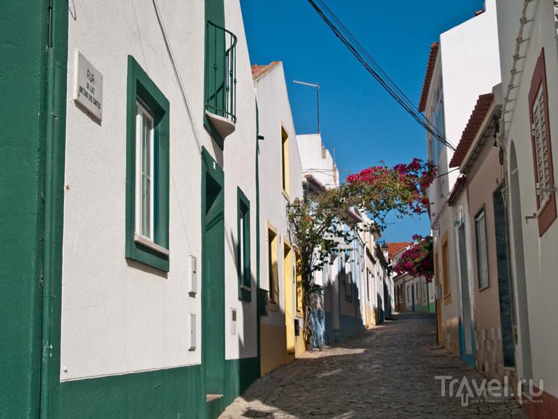 Разноцветные домики Феррагуду / Фото из Португалии