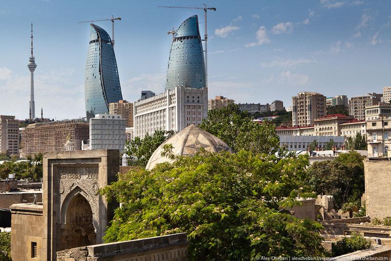 Башни Flame Towers в Баку / Фото из Азербайджана
