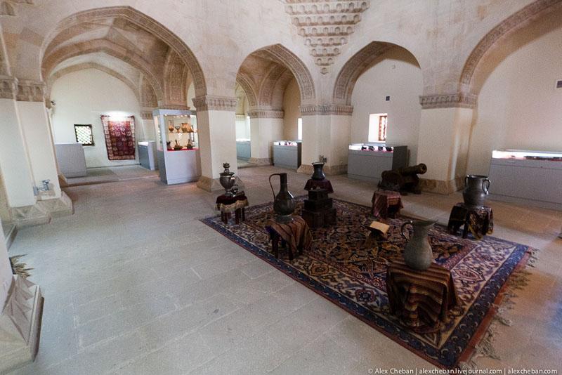 Во Дворце ширваншахов, Баку / Фото из Азербайджана