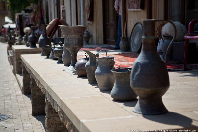 На улице Старого города Баку / Фото из Азербайджана