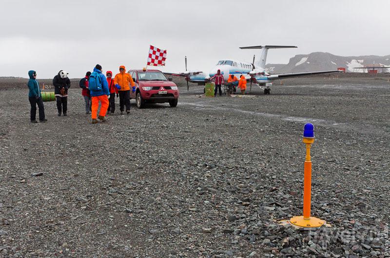 Машина технической службы в аэропорту Вилья-лас-Эстрельяс / Фото из Антарктики