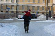 Машет школьникам / Финляндия