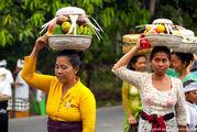 Переноска фруктов / Индонезия