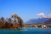 Байдарки на озере / Франция