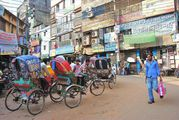 Велорикши на улице / Бангладеш