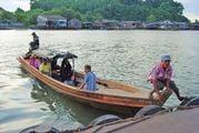 Торговаться с лодочниками / Мьянма