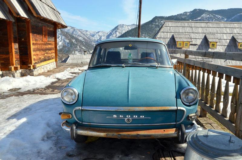 Машина из фильма «Завет» / Фото из Сербии