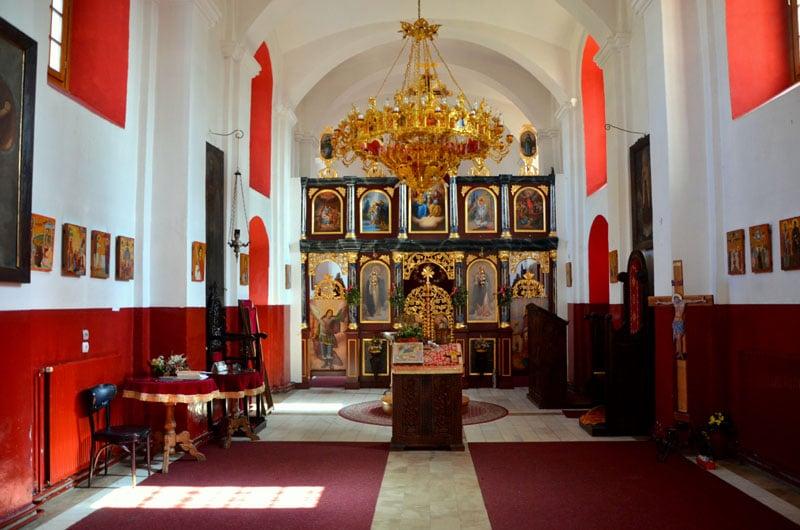Интерьер храма Пресвятой Богородицы в городе Врнячка-Баня, Сербия / Фото из Сербии