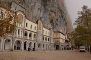 Монастырь вблизи / Черногория