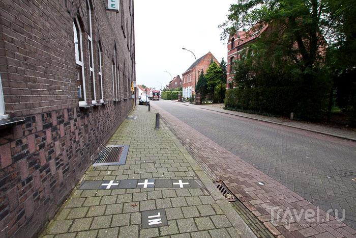 Граница вдоль улицы / Фото из Бельгии