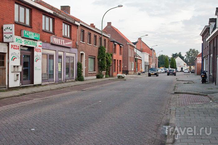 Улица между Бельгией и Нидерландами / Фото из Бельгии