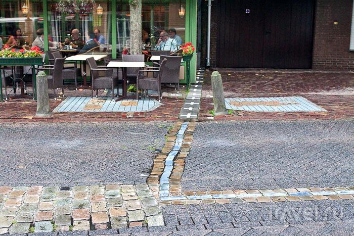 Граница между Бельгией и Нидерландами на дороге / Фото из Бельгии