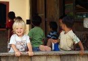 Дети играют / Индонезия