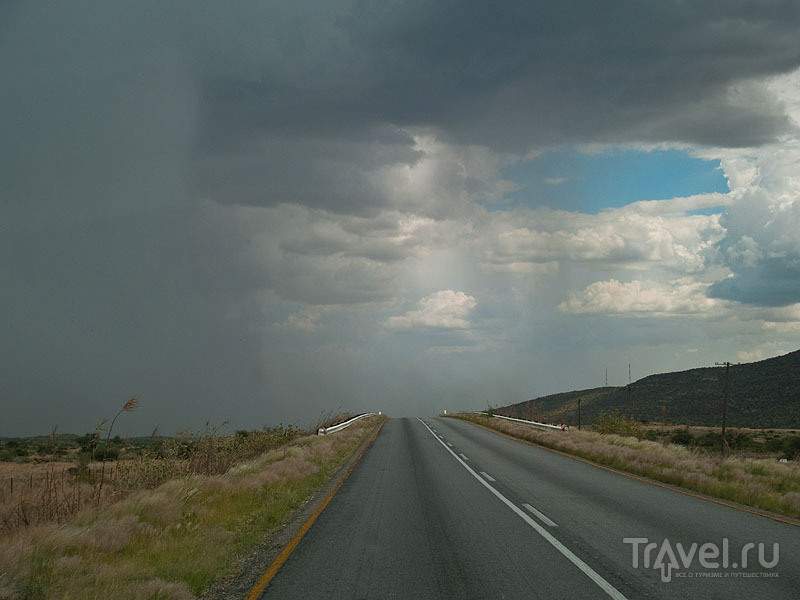 Дождь падает на землю слоями, Намибия / Фото из Намибии