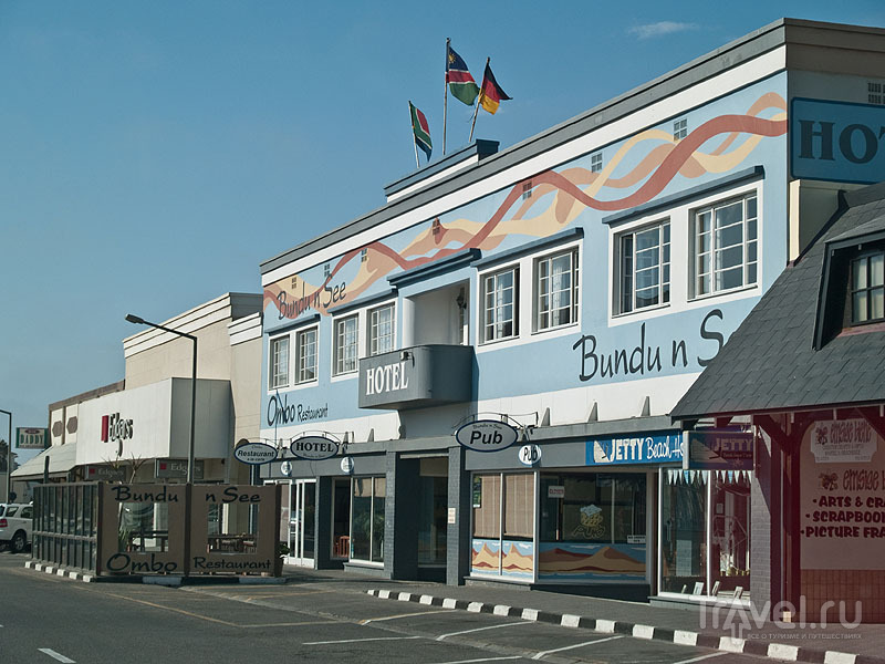 Яркие дома типичны для Свакопмунда / Фото из Намибии