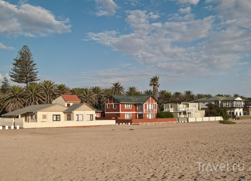 Частные домики на пляже в Свакопмунде / Фото из Намибии