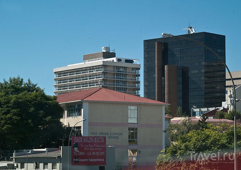 """Черное здание - """"бриллиантовое министерство"""" в Намибии / Фото из Намибии"""