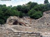 Руины арки / Албания