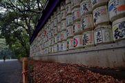 Постамент с бочками сакэ / Япония