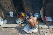 Готовят рис / Бангладеш