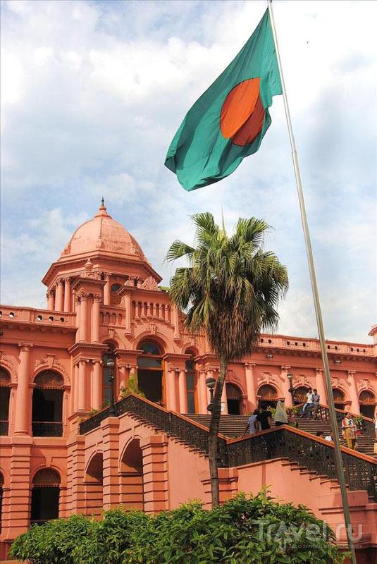 У Розового дворца в Дакке / Фото из Бангладеш
