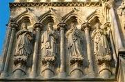 Фрагмент стены, статуи / Великобритания