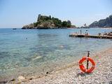 Вид на пляж и остров / Италия