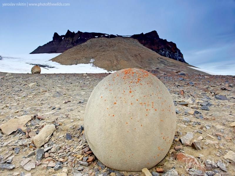 Шарообразные камни на острове Чампа / Россия