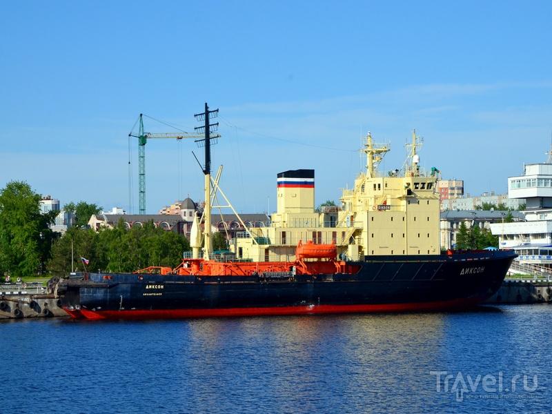 Судно у пристани в Архангельске / Фото из России