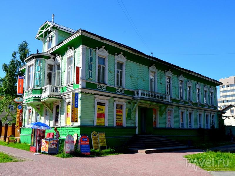 Реклама на доме в Архангельске / Фото из России