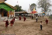 Футбол в монастыре / Мьянма