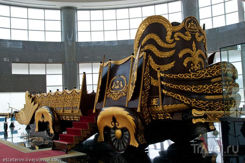 Экспонат Музея королевских регалий в Бандар-Сери-Бегаване, Бруней / Фото из Брунея